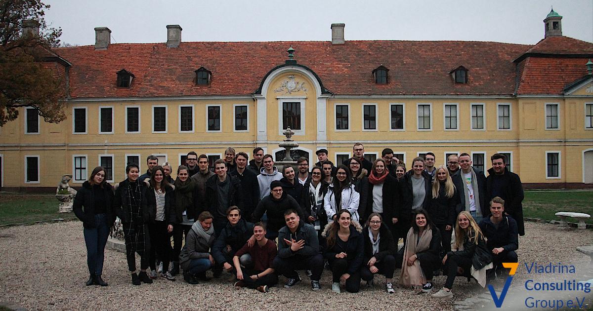 Gruppenbild Schlosss1 (1)